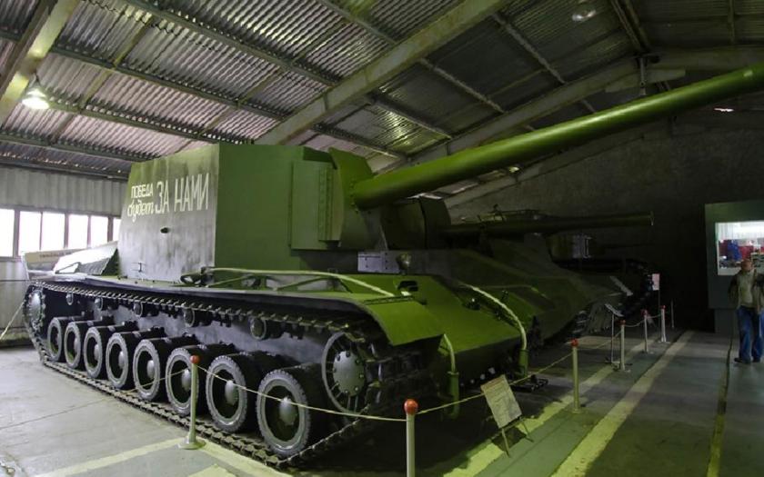Samohybné dělo SU-100Y
