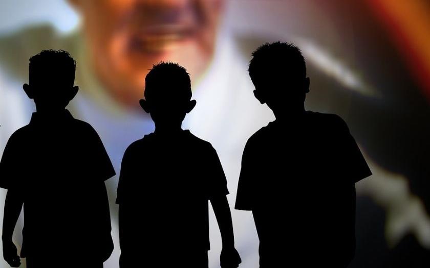 Muslimský uprchlík obhajoval znásilnění malého chlapce slovy &quote;U nás doma se to smí&quote;