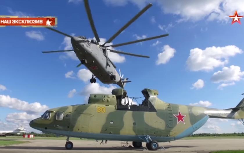 Video: Největší vrtulník na světě nese největší vrtulník na světě