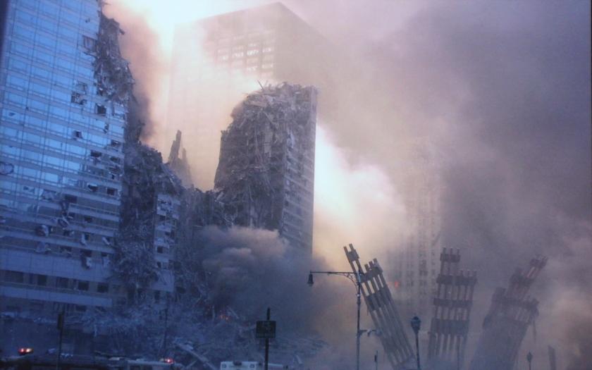 Pád newyorského WTC v roce 2001 byl řízená demolice