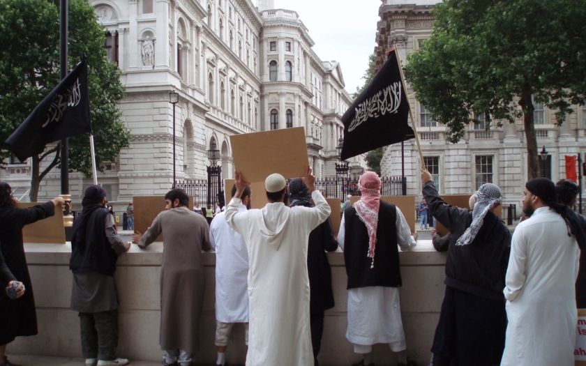 Studie: Řadoví Evropané chtějí konec imigrace muslimů, elity ne