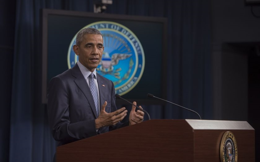 Prezident Obama varuje: &quote;Zvolíte Trumpa, zvolíte konec demokracie&quote;