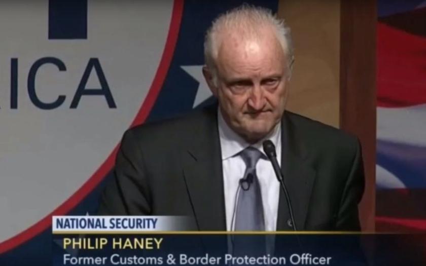 Bývalý americký důstojník: &quote;Muslimové přicházejí do USA vést džihád. Chtějí právo šaría&quote;