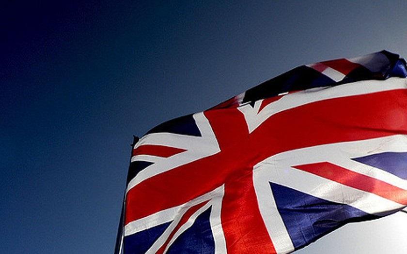 Útoky na Poláky ve Velké Británii nepřestávají