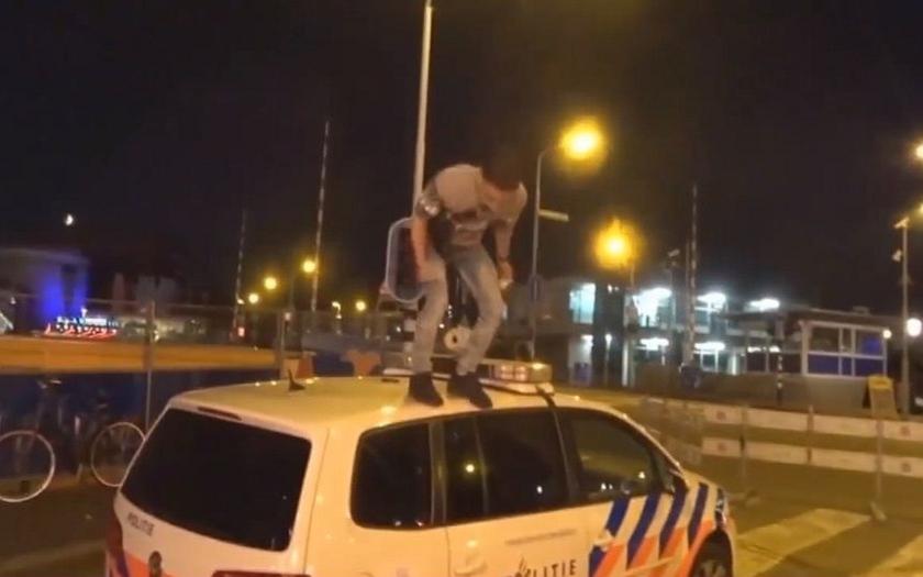 Video: Turečtí migranti terorizovali místní obyvatele v nizozemském Zaandamu