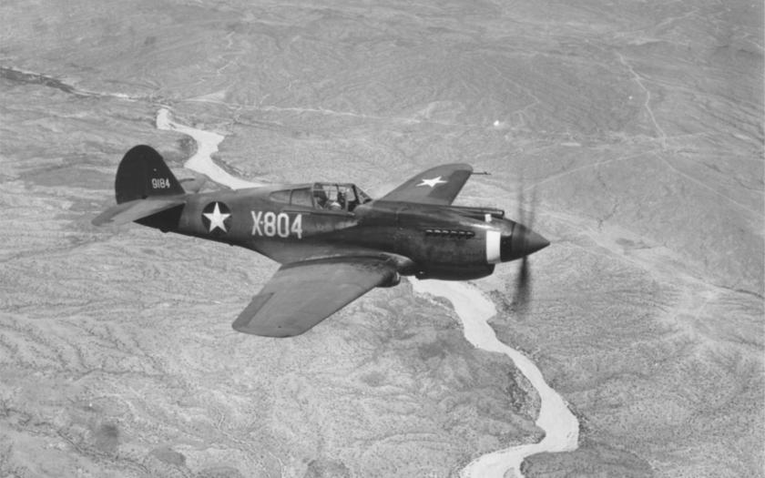 Jediná nahrávka pozemních testů zbraní legendární P-40 Warhawk