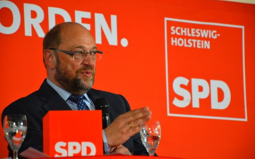 Schulzova kritika Merkelové je podle CDU výrazem zoufalství