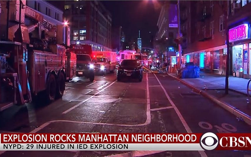 Exploze na Manhattanu zranila nejméně 29 lidí. Policie pátrá po dalších náložích