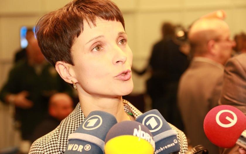 Frauke Petry: &quote;Včera byl na moje auto spáchán žhářský útok. Kam jsme to jen došli...&quote;