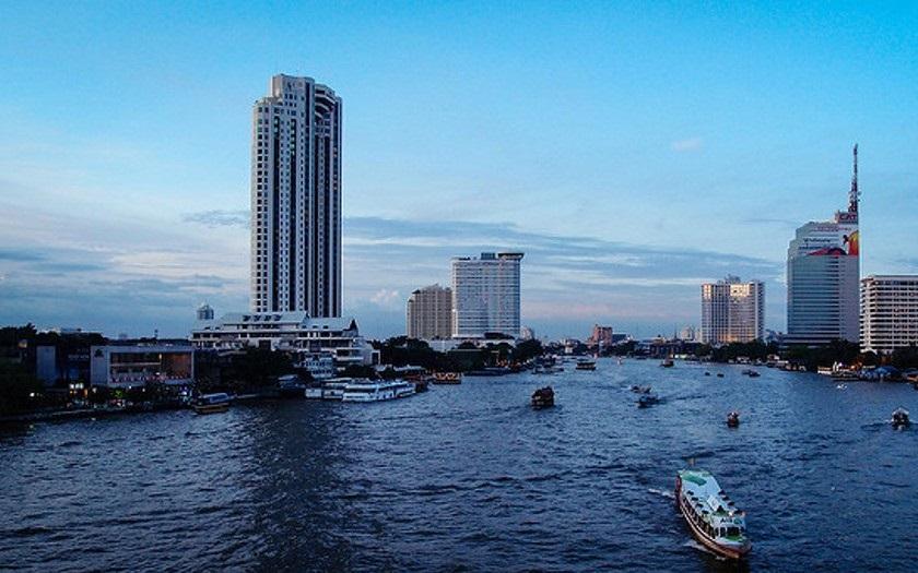 13 lidí zemřelo při převržení výletní lodi v Bangkoku