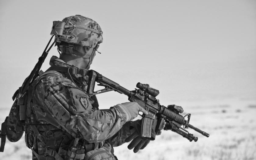 Bývalý britský voják chtěl bojovat proti Islámskému státu, sám byl zatčen za údajné teroristické hrozby