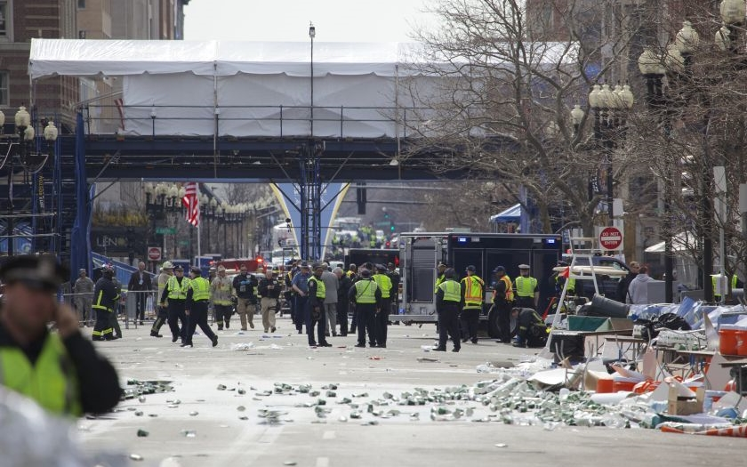 Jak přežít teroristický útok? Profesionálové radí, jak postupovat při bombovém útoku