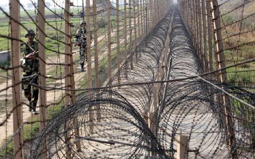 Hrozí válka jaderných velmocí? Dva pákistánští vojáci zabiti při střetu s Indií