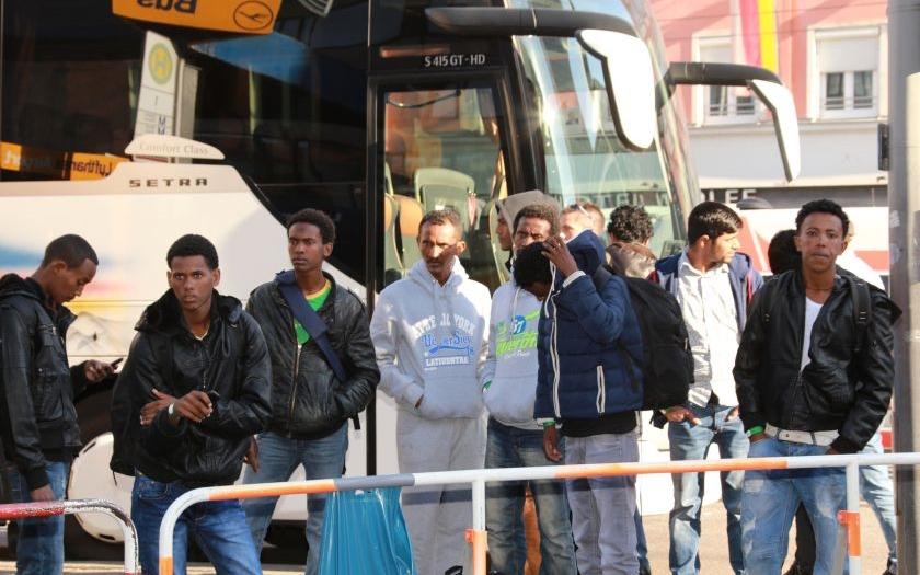 Nejméně 15 běženců zemřelo při útěku ze zajetí převaděčů v Libyi