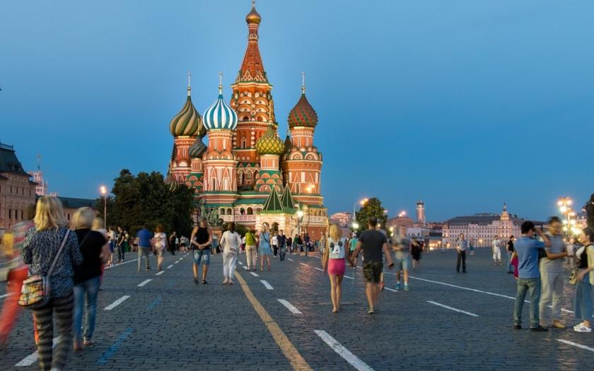 Reuters: Moskva možná přes lotyšské banky financovala vměšování
