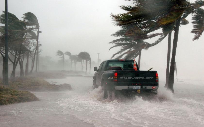 Východní pobřeží USA se připravuje na úder hurikánu Florence