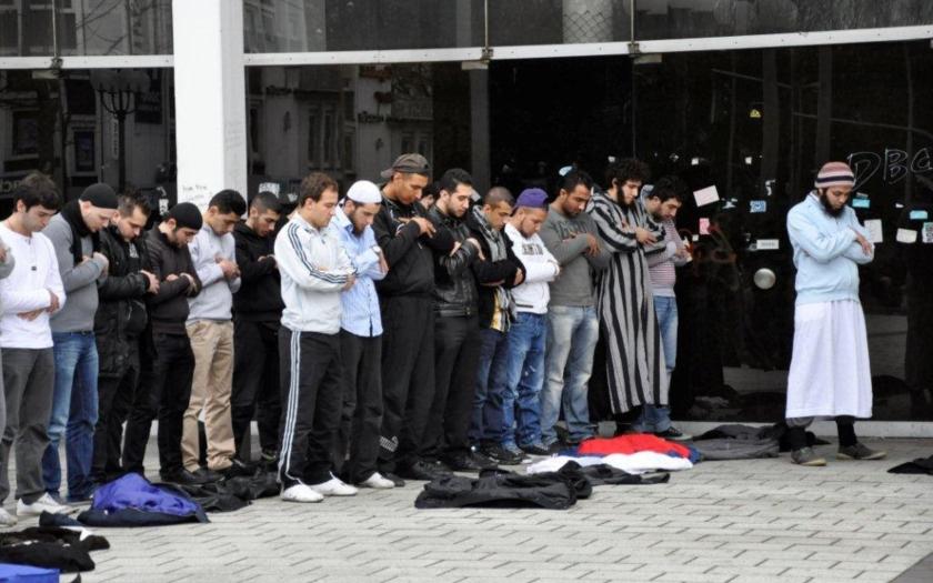 Policie tvrdě zakročila proti islámským radikálům v šedesáti německých městech