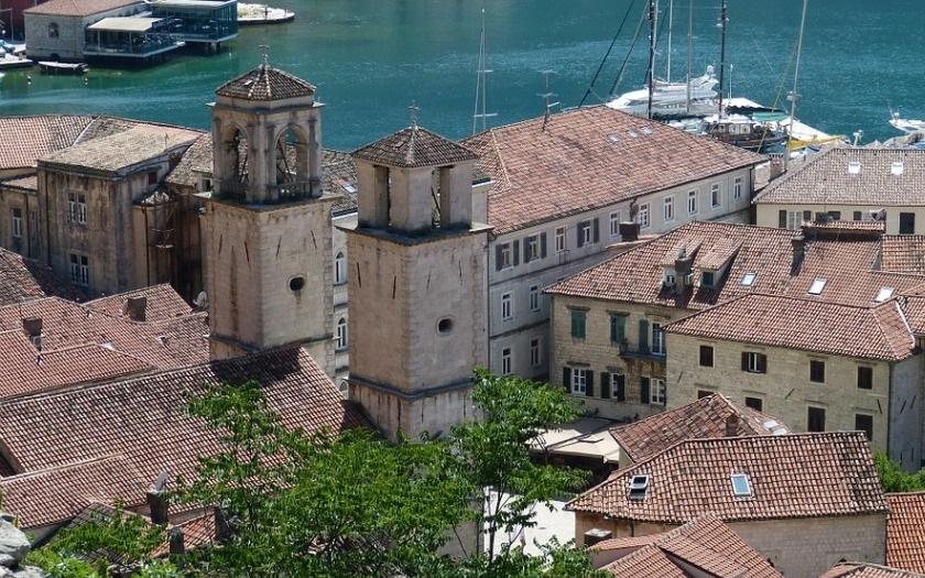 Černá Hora zatkla 20 Srbů, plánovali ozbrojený útok na parlament