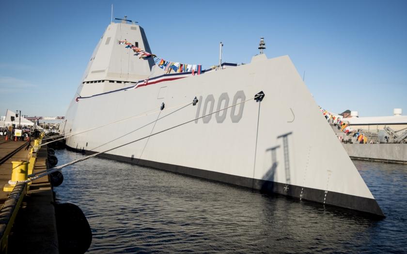 Nejmodernější americký torpédoborec USS Zumwalt byl zařazen do aktivní služby