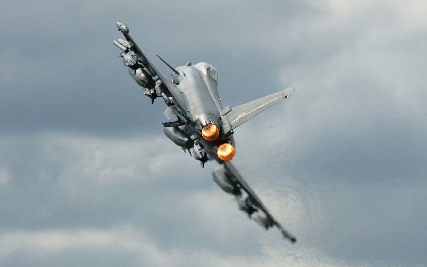 Britské letectvo v problémech? Jedno ze tří letadel je momentálně nezpůsobilé k letu včetně strojů Eurofighter Typhoon