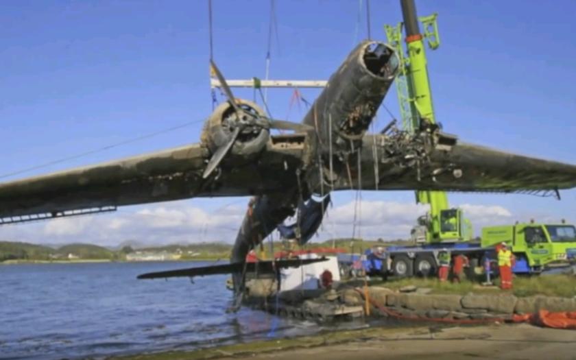 Video: Vytiahnutie lietadiel Heinkel po 70 rokoch z vody
