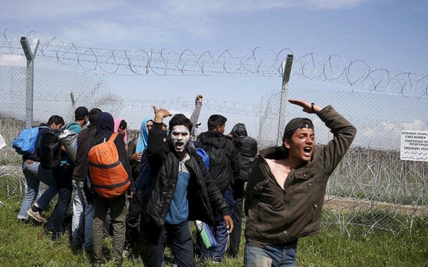 Migranti zaútočili na španělskou Ceutu v severní Africe
