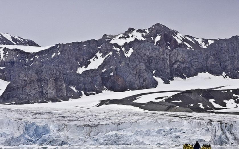 VIDEO: Ruští vědci našli nacistickou vojenskou základnu v Arktidě