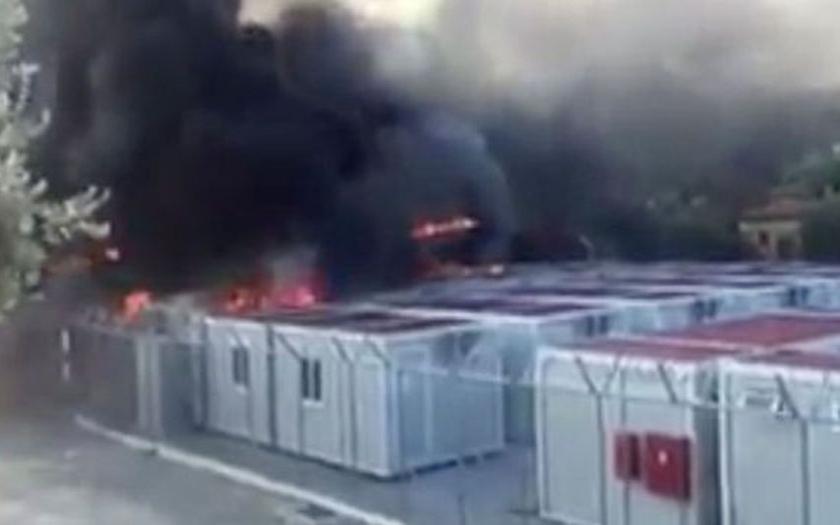 Uprchlíci podpálili imigrační kanceláře EU na Lesbosu