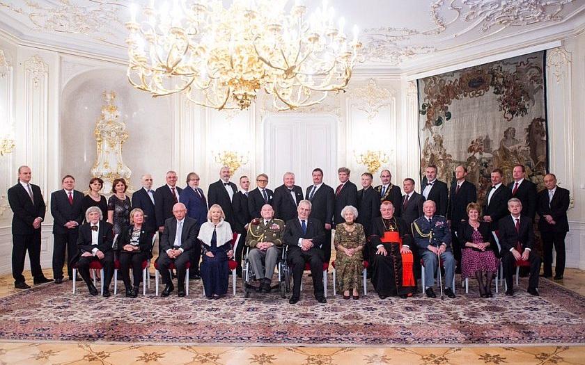 Prezident republiky vyznamenal 30 osobností, šest ocenil Řádem bílého lva