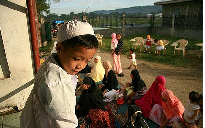 Křesťanského kněze zasypaly muslimské děti kamením. Křičely u toho Allahu Akbar!