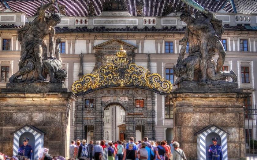 Pražský Hrad bude lépe zabezpečen. Nový kamerový systém i nové bezpečnostní rámy