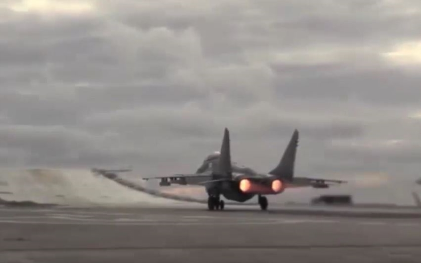 Video: Letadla z ruské letadlovky Admiral Kuzněcov vzlétají k útoku na ISIS