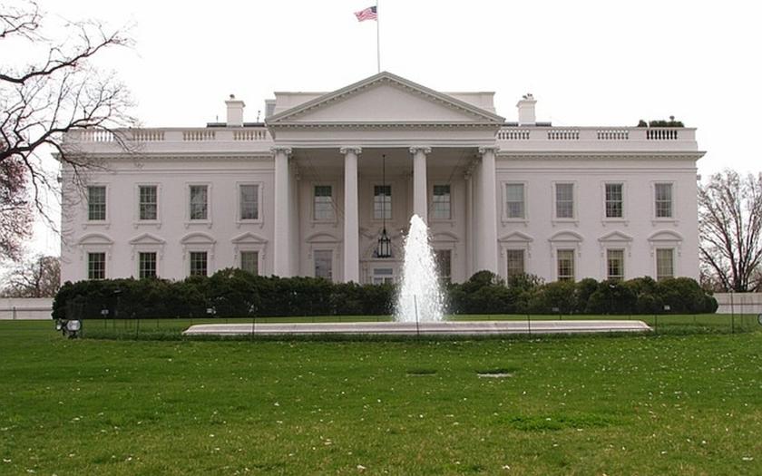 Bílý dům interně prověřuje používání soukromých e-mailových účtů