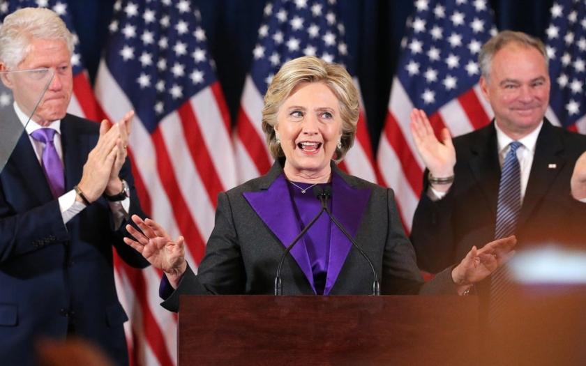 Clintonová obvinila z volebního neúspěchu šéfa FBI