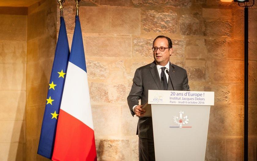 Francouzský prezident Hollande prý vyzradil tajné informace. Opozice žádá jeho hlavu