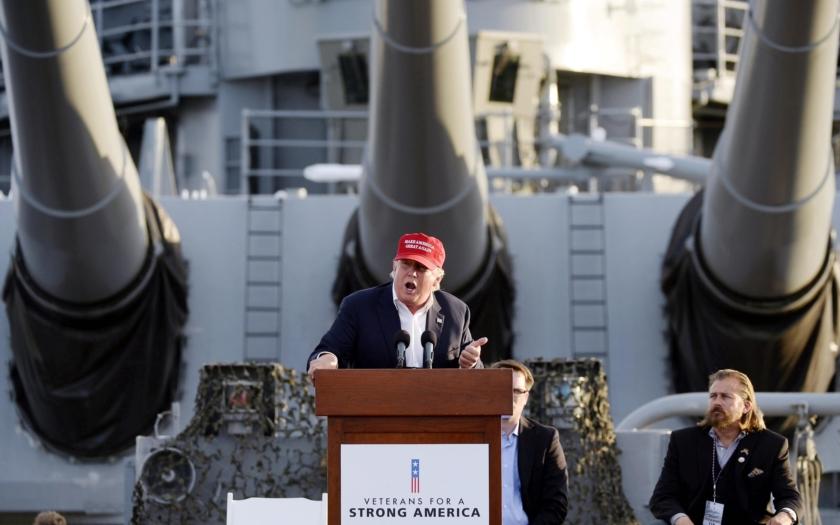 Trump nařkl senátory McCaina a Grahama ze snahy rozpoutat 3. světovou válku
