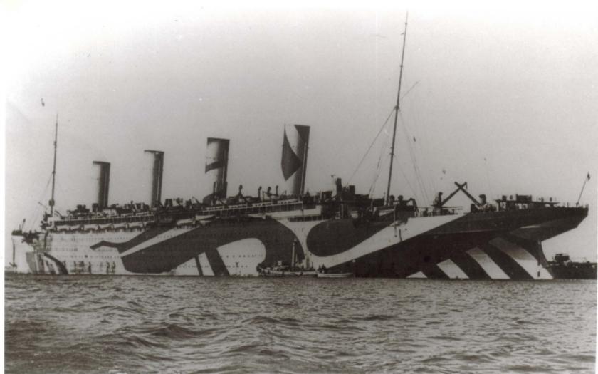 Luxusní anglický parník taranoval německou ponorku