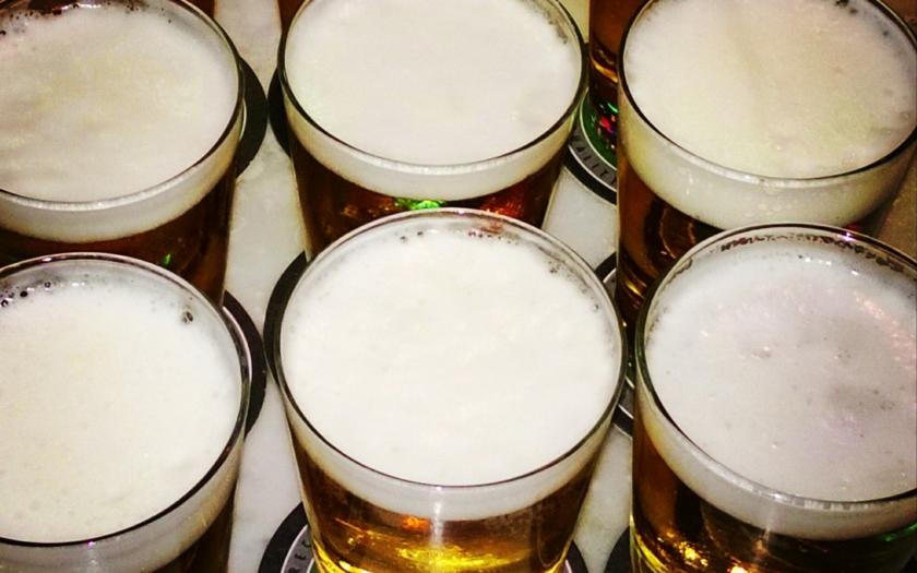 Levnější pivo opět na stole. Budou nakonec rozhodovat volby? Víme, kdy se ho můžeme nejdříve dočkat