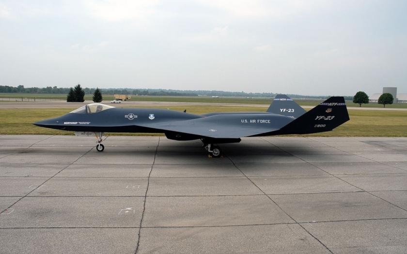 Northrop YF-23 - neúspěšný protivník neviditelného F-22 v letu