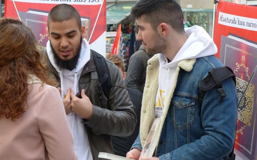 Radikální muslimové zahájili kampaň ve Velké Británii. Policie je bezmocná