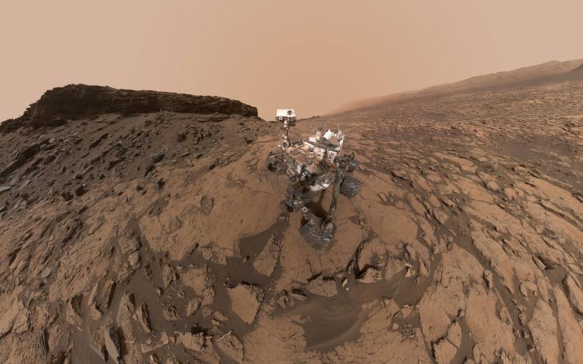 NASA: Na Marsu je voda