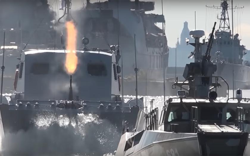 Video: Ruští mariňáci slaví 311 let