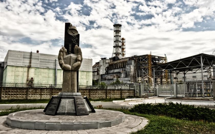 Havarovaný reaktor v Černobylu má nový kryt