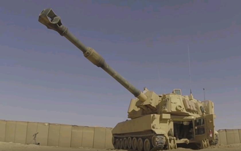 VIDEO: Takto střílí  legendární samohybná houfnice M109 Paladin