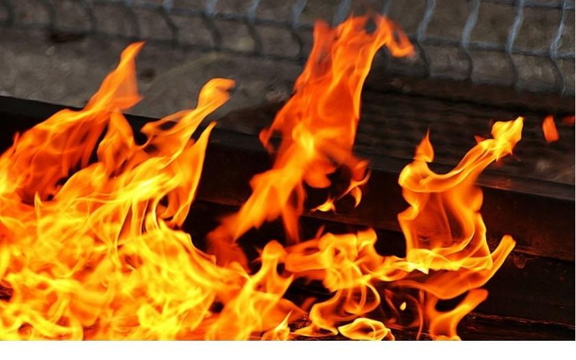 Na Václavském náměstí se zapálil muž. Kolemjdoucí ho uhasili