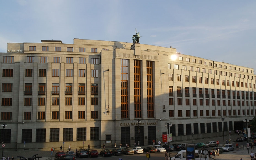 ČNB: Trh práce je v Česku přehřátý a vytváří inflační tlaky
