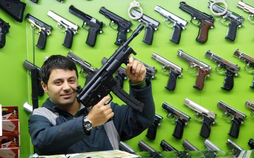 Zbraňový boom u našich jižních sousedů. Rakušané se mohutně ozbrojují
