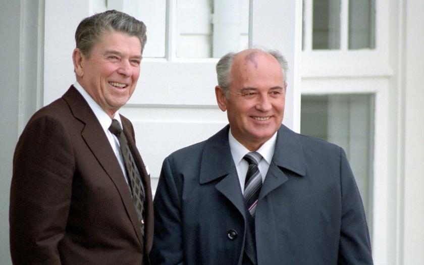 Poslední sovětský prezident odsoudil politiku Západu. &quote;Svět potřebuje, aby Rusko a USA spolupracovaly&quote;