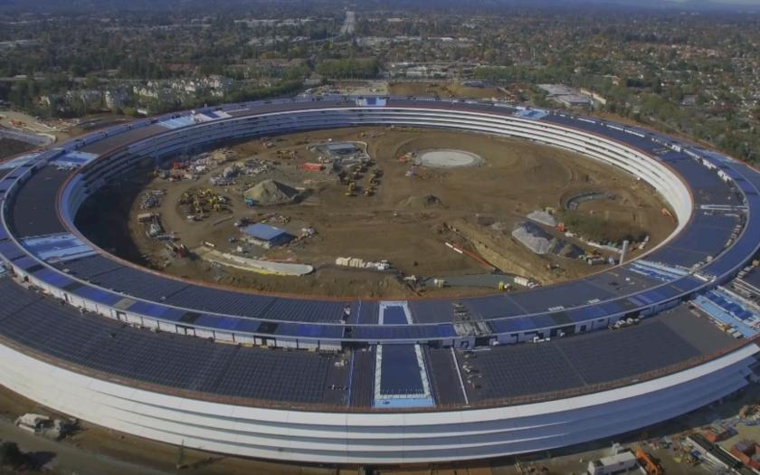 Apple onedlho dokončí komplex ''kozmickej lode''