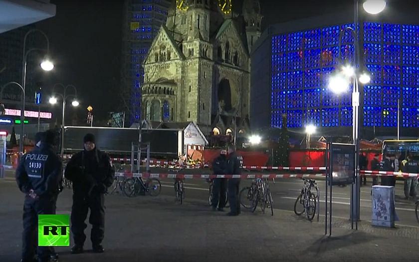 Smrtící kamion v Berlíně řídil údajně uprchlík. Počet obětí stoupl na dvanáct